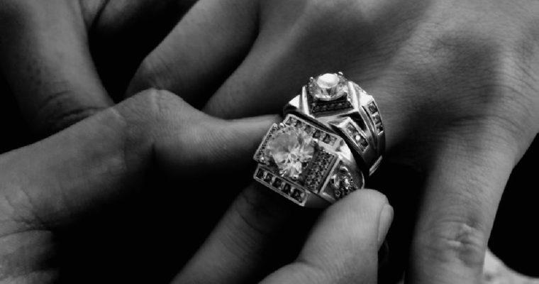 Guida su quale dito indossare l'anello
