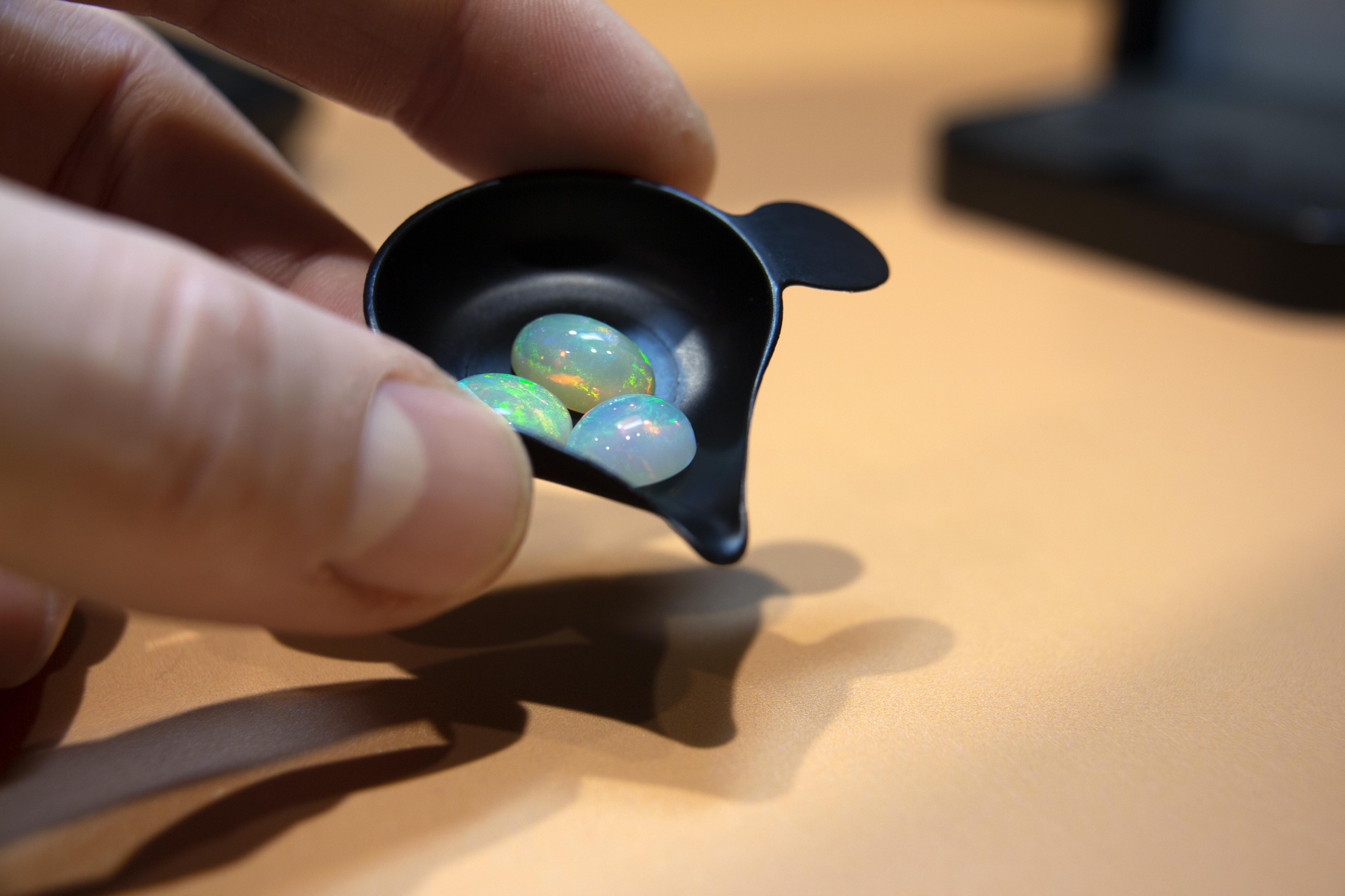 Opale, la pietra preziosa e magica