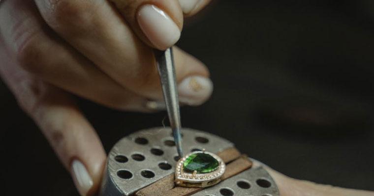 Una vita tra oro e diamanti: perché diventare gioiellieri?